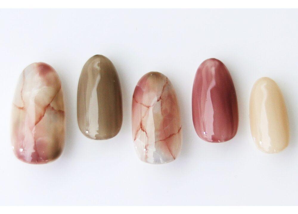 秋カラーの大理石ネイル